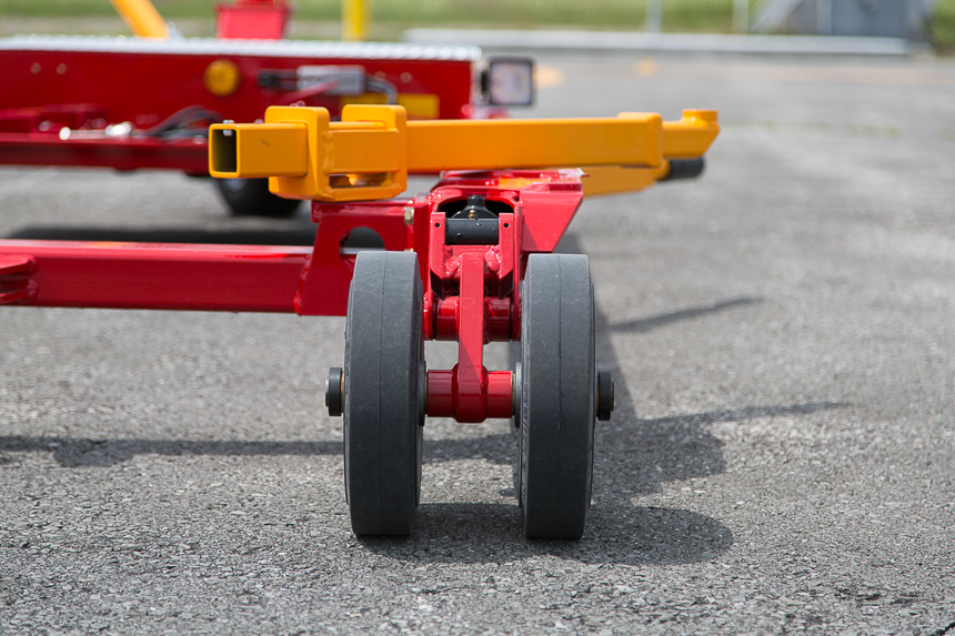 Carrier twin support wheels, ideal to spread weight on hot asphalt
