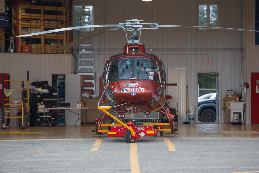 Carrier & EMS helicopter : easy & precise hangaring